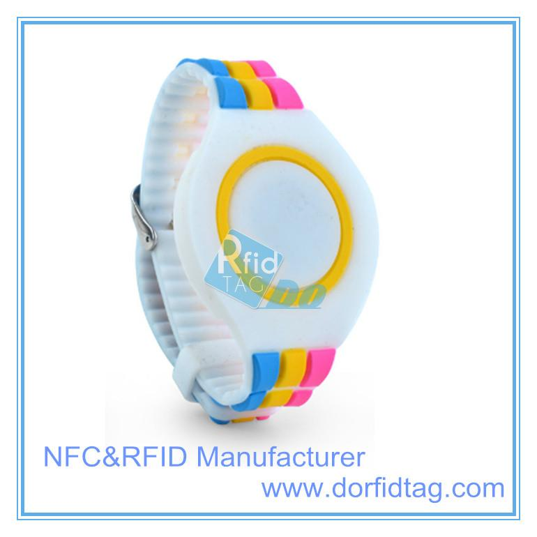 Personalized Logo Printing 13.56MHz Ntag213 NFC Fitness Silicone Bracelet